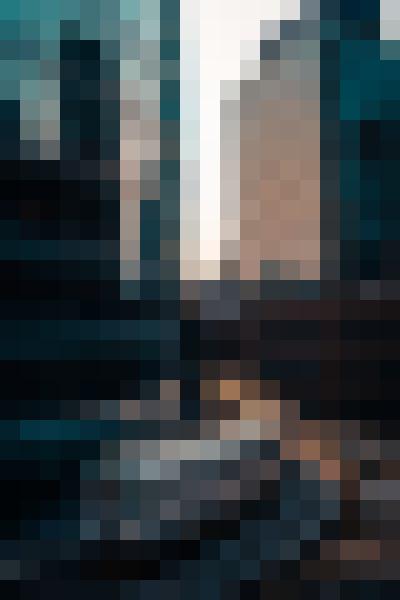 Train, building, skyscraper, daytime (q6artvo1) - example preset